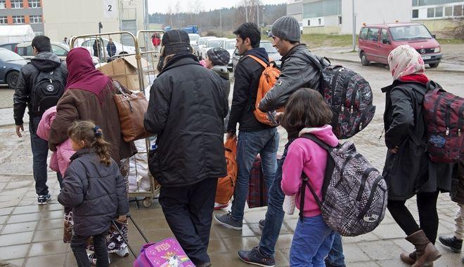 4,5 δισ. ευρώ θα πάρει η Γερμανία από την ΕΕ για το προσφυγικό, σύμφωνα με την FAZ
