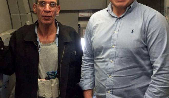Κύπρος: Έβγαλε φωτογραφία με τον αεροπειρατή. 'Γιατί όχι; Ήταν και ένας τρόπος να δω αν η ζώνη ήταν ψεύτικη'