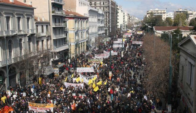 ΑΘΗΝΑ-24ωρη απεργία  έχουν κηρύξει η ΓΣΕΕ και η ΑΔΕΔΥ, αντιδρώντας στην ακολουθούμενη κυβερνητική πολιτική σε εφαρμογή του Μνημονίου. (EUROKINISSI-ΤΑΤΙΑΝΑ ΜΠΟΛΑΡΗ)