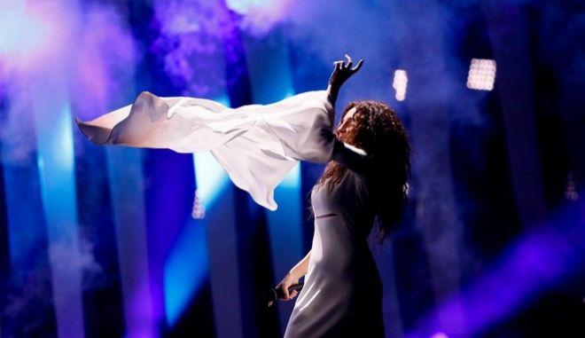 Η Γιάννα Τερζή στη σκηνή της Eurovision