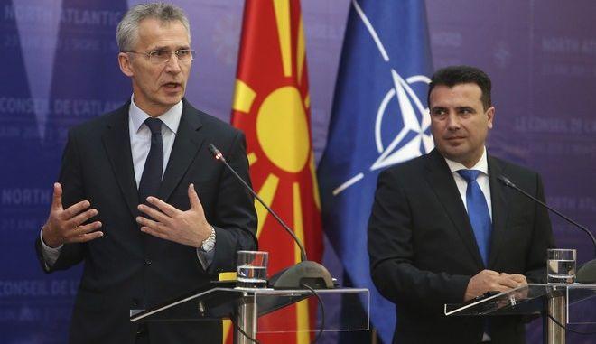 Ο πρωθυπουργός Βόρειας Μακεδονίας Ζόραν Ζάεφ με τον Γενικό Γραμματέα του ΝΑΤΟ Γενς Στόλτενμπεργκ