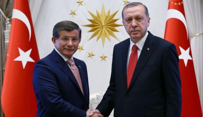 Ο Ταγίπ Ερντογάν και ο Αχμέτ Νταβούτογλου τον Μάιο του 2016.