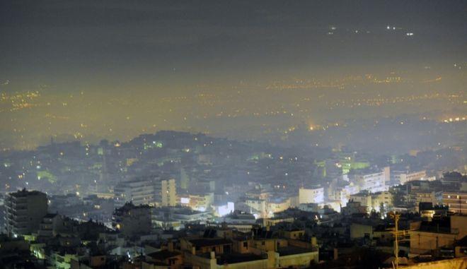 Κυβέρνηση σε πολίτες: Μην ανάβετε τζάκια το Σαββατοκύριακο λόγω αιθαλομίχλης