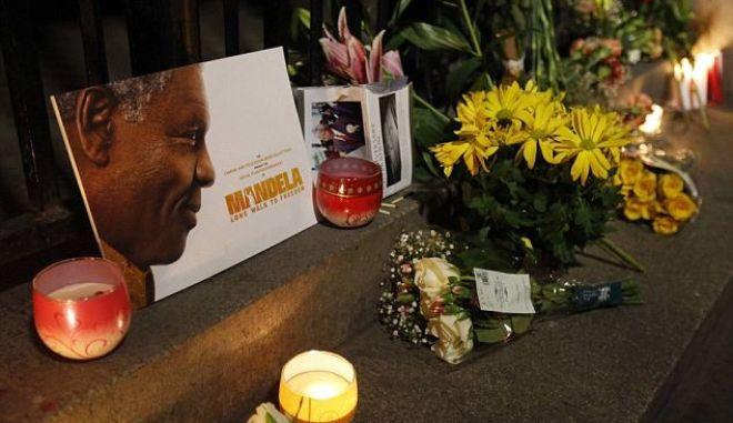 """Αντίο """"Μαντίμπα"""": Οι αρχηγοί κρατών αποχαιρετούν τον Μαντέλα"""