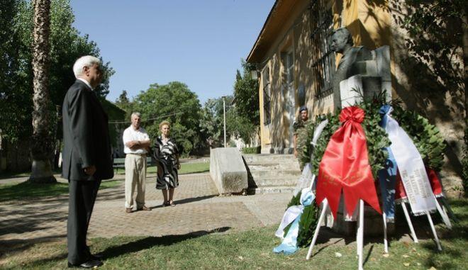 Ο ΠτΔ προκόπης Παυλόπουλος με αφορμή την σημερινή ημέρα,επέτειο της αποκατάστασης της Δημοκρατίας,επισκέφθηκε το κτήριο του πρώην ΕΑΤ-ΕΣΑ και κατεθεσε στεφάνι στην προτομή του Σπύρου Μουστακλή,24 Ιουλίου 2016 (EUROKINISSI/ΓΙΑΝΝΗΣ ΠΑΝΑΓΟΠΟΥΛΟΣ)