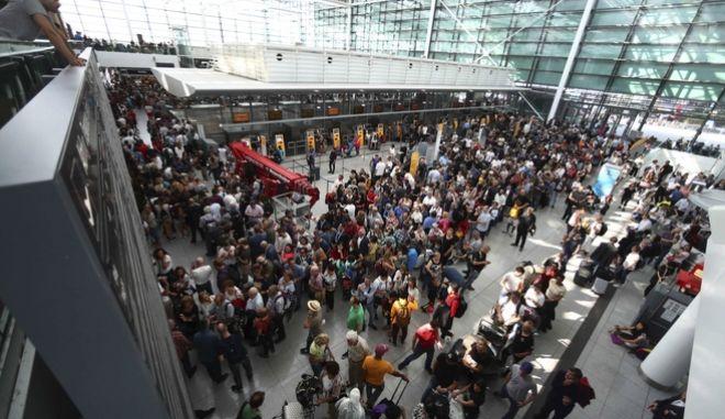Πανδαιμόνιο στο αεροδρόμιο του Μονάχου.