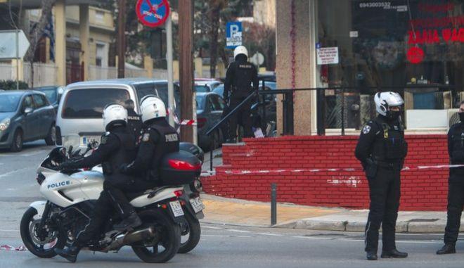 Συναγερμός στην ΕΛ.ΑΣ μετά από πυροβολισμούς σε δρόμο της Θεσσαλονίκης