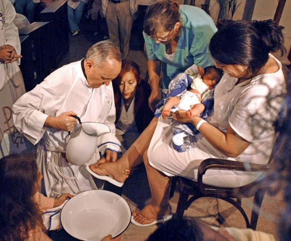 The archbishop of Buenos Aires, Cardinal Jorge Bergoglio, is seen in this file photo washing the feet of a unidentified woman on Holy Thursday at the Buenos Aires' Sarda maternity hospital, March 24, 2005. Bergoglio is the only Argentine among 117 cardinals entitled to cast a ballot and to be elected in the conclave set to start on April 18 to choose the new pope. Photo taken March 24. REUTERS/Tony Gomez-DyN PP05040051  EM/HB - RTR7G0C