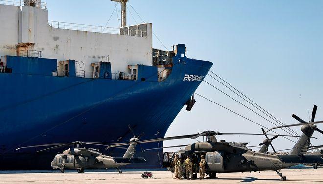 Στιγμιότυπο από την εκδήλωση στο λιμάνι της Αλεξανδρούπολης για την υποδοχή και προώθηση δυνάμεων της 101ης Αερομεταφερόμενης Ταξιαρχίας των ΗΠΑ