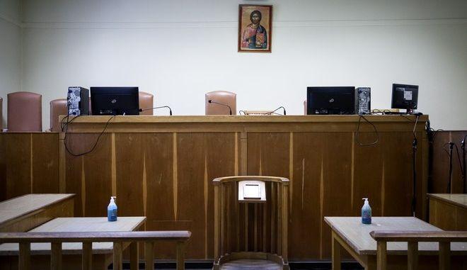 Στιγμιότυπο από δικαστήριο