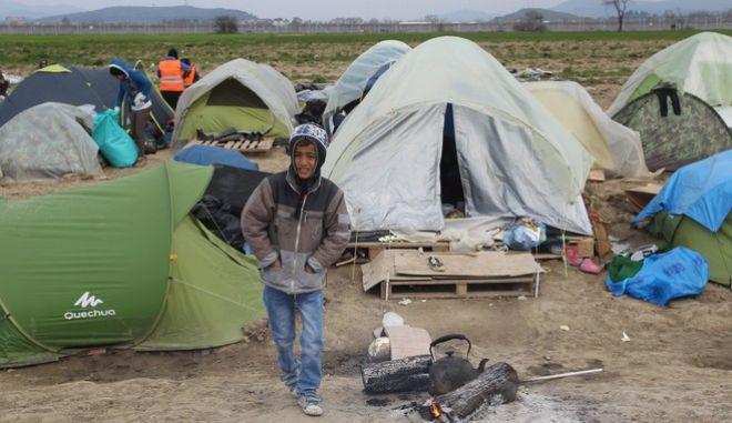 Διαμαρτυρία προσφύγων και μεταναστών για τα κελιστά σύνορα στην Ειδομένη την Κυριακή 27 Μαρτίου 2016. (ΜΟΤΙΟΝΤΕΑΜ/ΒΑΣΙΛΗΣ ΒΕΡΒΕΡΙΔΗΣ)
