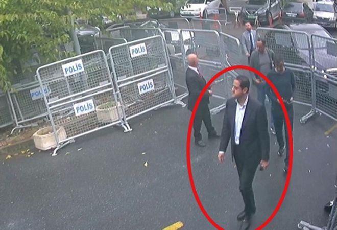 Καρέ από κάμερα ασφαλείας που ελήφθη στις 2 Οκτωβρίου και δημοσιεύθηκε την Πέμπτη 18 Οκτωβρίου στην τουρκική εφημερίδα Sabbah. Ο άνδρας φαίνεται να είναι ο Μαχέρ Αμπντουλαζίζ Μουτρέμπ, ο