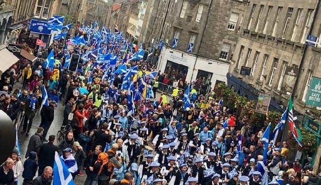 Εικόνα από τη διαδήλωση στο Εδιμβούργο υπέρ της ανεξαρτησίας της Σκωτίας
