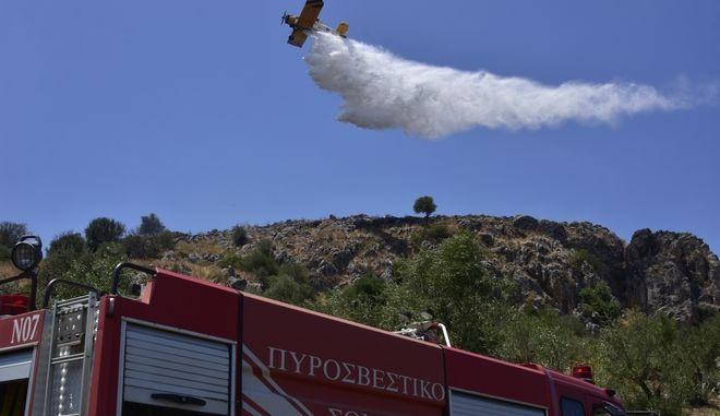 Αεροσκάφος και όχημα της Πυροσβεστικής