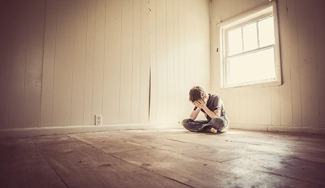 Κατάθλιψη: Τα συμπτώματα, τα αίτια και η αντιμετώπιση