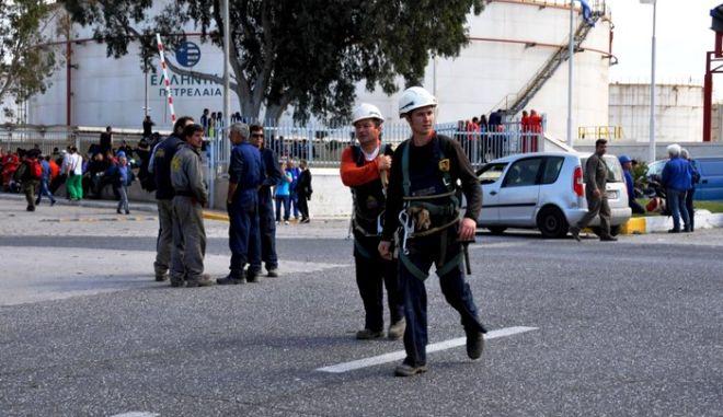 Φωτιά στα ΕΛΠΕ: Σε κρίσιμη κατάσταση οι πέντε τραυματίες