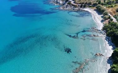"""Λιανή Άμμος Εύβοιας: Πείτε αντίο στον καύσωνα από την """"πισίνα"""" του Αιγαίου"""