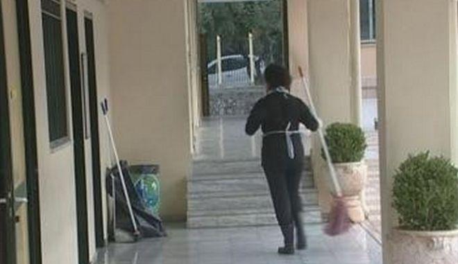 Περίεργο περιστατικό στην Κεφαλλονιά: Ξυλοκόπησαν καθαρίστρια μέσα σε σχολείο