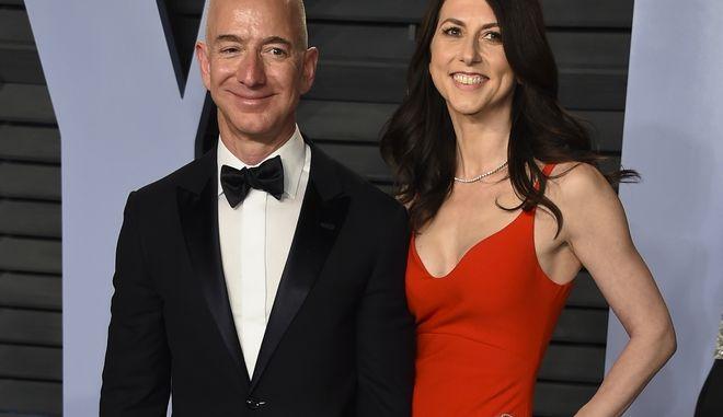 Ο Tζεφ Μπέζος με τη σύζυγό του