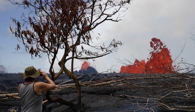 Κάτοικος της Χαβάης φωτογραφίζει την καυτή λάβα