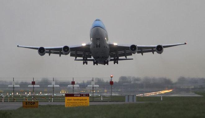 Αεροσκάφος της KLM στο αεροδρόμιο Schiphol στο Άμστερνταμ