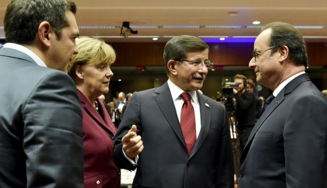 (L to R) Greece's Prime Minister Alexis Tsipras, German Chancellor Angela Merkel and Turkish Prime Minister Ahmet Davutoglu talk to French President Francois Hollande during an EU-Turkey summit in Brussels, Belgium November 29, 2015. Turkey will help the European Union handle the flow of migrants that has called into question the future of Europe's passport-free travel in exchange for cash and restarting stalled talks on EU accession, draft conclusions of an EU-Turkey summit said. REUTERS/Eric Vidal