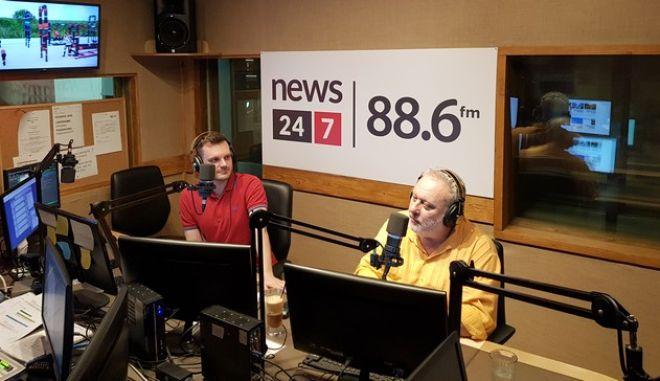 Ο Γρηγόρης Ψαριανός στο στούντιο του ραδιοφώνου News 24/7 στους 88,6