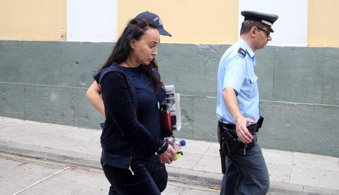 Η Βίκη Σταμάτη στην έξοδό της από ατα δικαστήρια της Ευελπίδων μετα την απολογία της στο κλιμάκιο των εκπροσώπων της ελβετικής Δικαιοσύνης την Τετάρτη 10 Ιουνίου 2015. (EUROKINISSI/ΑΛΕΞΑΝΔΡΟΣ ΖΩΝΤΑΝΟΣ)