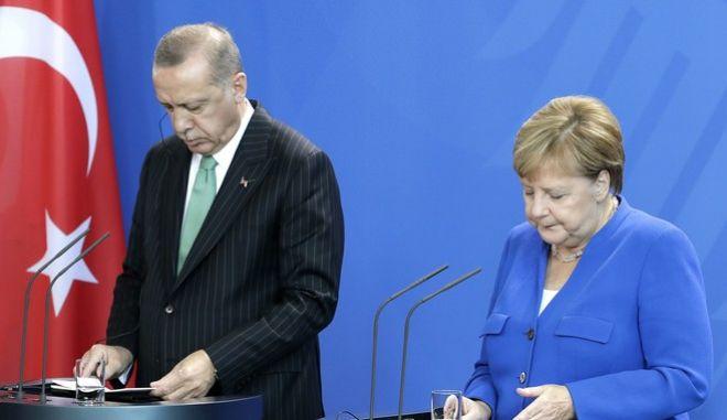 Η Καγκελάριος Άνγκελα Μέρκελ με τον Ρετζέπ Ταγίπ Ερντογάν