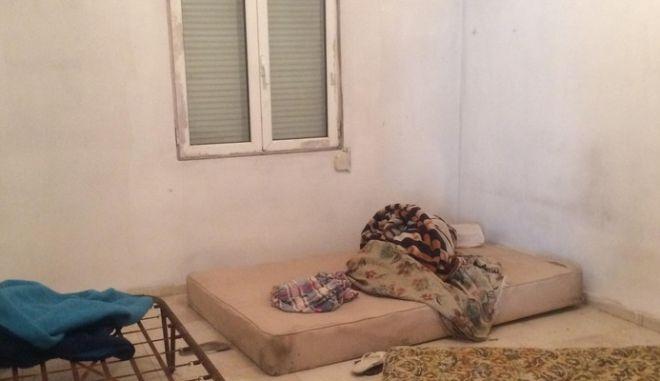 Φρίκη στο Κορωπί: Πακιστανοί κρατούσαν αλυσοδεμένους και βασάνιζαν Σύρους μετανάστες