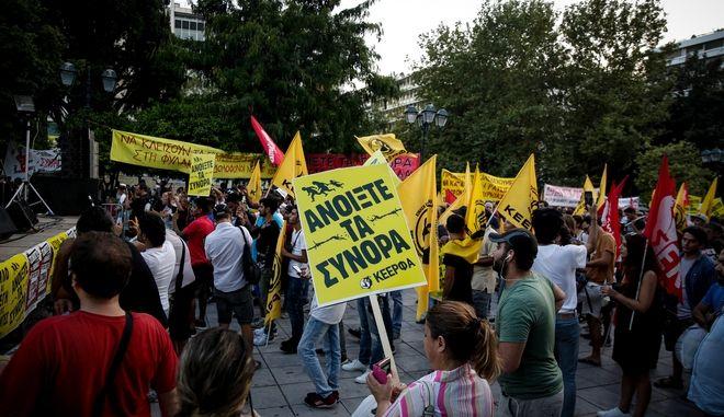 Στιγμιότυπο από την αντιφασιστική συγκέντρωση στην Αθήνα, με αφορμή την επέτειο της δολοφονίας του Παύλου Φύσσα και τις καθυστερήσεις στη δίκη της Χρυσής Αυγής