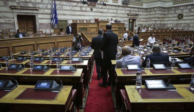 """Συνέχιση της επεξεργασίας και εξέτασης του σχεδίου νόμου του Υπουργείου Οικονομικών """"Διατάξεις για την ολοκλήρωση της Συμφωνίας Δημοσιονομικών Στόχων και Διαρθρωτικών Μεταρρυθμίσεων β Μεσοπρόθεσμο Πλαίσιο Δημοσιονομικής Στρατηγικής 2019-2022"""" στις Επιτροπές Οικονομικών Υποθέσεων, Παραγωγής και Εμπορίου, Κοινωνικών Υποθέσεων και Δημόσιας Διοίκησης, Δημόσιας Τάξης και Δικαιοσύνης την Τρίτη 12 Ιουνίου 2018. (EUROKINISSI/ΓΙΑΝΝΗΣ ΠΑΝΑΓΟΠΟΥΛΟΣ)"""