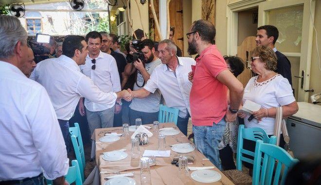 Γεύμα του Αλέξη Τσίπρα σε δημοσιογράφους στο Λαύριο