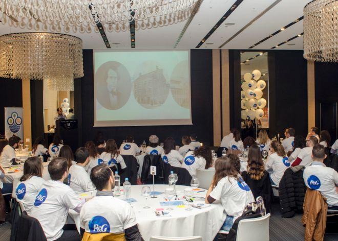 «Στάσου πλάι μου»: Όταν οι επαγγελματίες καθοδηγούν τους νέους
