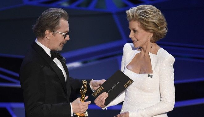 "Jane Fonda, right, presents Gary Oldman with the award for best performance by an actor in a leading role for ""Darkest Hour"" at the Oscars on Sunday, March 4, 2018, at the Dolby Theatre in Los Angeles. (Photo by Chris Pizzello/Invision/AP)"