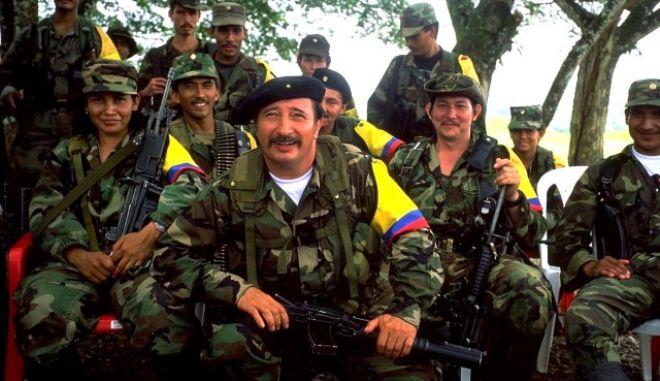 Οι αντάρτες στους οποίους απονεμήθηκε χάρη συνεχίζουν να βρίσκονται στις φυλακές, καταγγέλλουν οι FARC