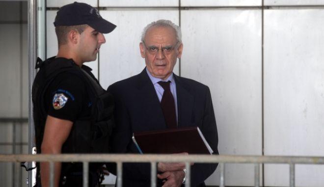 Ο Άκης Τσοχατζόπουλος προσέρχεται στο  Τριμελές Εφετείο Κακουργημάτων, την Τετάρτη 11 Σεπτεμβρίου 2013, όπου συνεχίστηκε η δίκη για την υπόθεση του ξεπλύματος μαύρου χρήματος από τα εξοπλιστικά προγράμματα, με τις αγορεύσεις των εισαγγελέων, από τις οποίες θα κριθεί και η τύχη των 19 κατηγορούμενων.  (EUROKINISSI/ΣΥΝΕΡΓΑΤΗΣ)