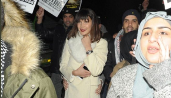 Μπέλα Χαντίντ: Από πάρτι κατευθείαν σε διαδήλωση για την Παλαιστίνη