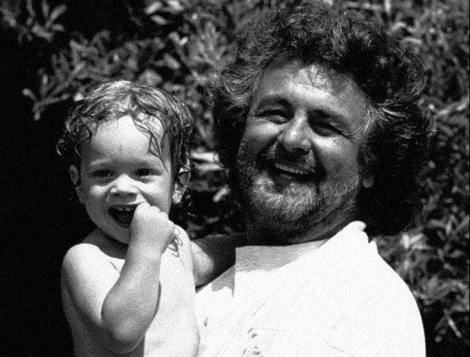 BEPPE E ROCCO--Beppe Grillo con il figlio Rocco, di 17 mesi. Il settimanale