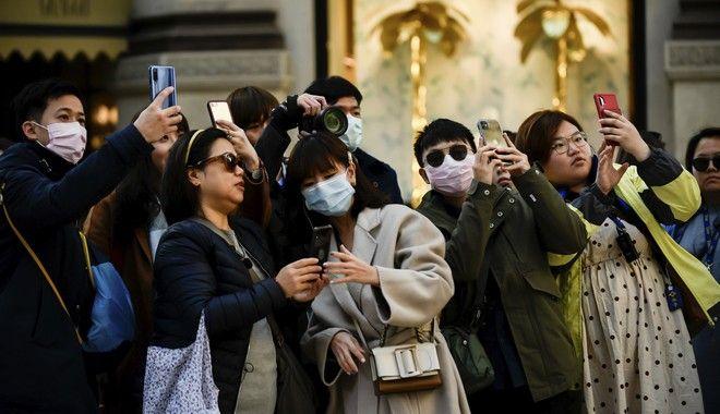 Τουρίστες με μάσκες στην Ιταλία