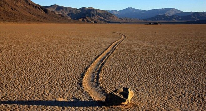 DCW8B1 Sailing stones in Death Valley National Park