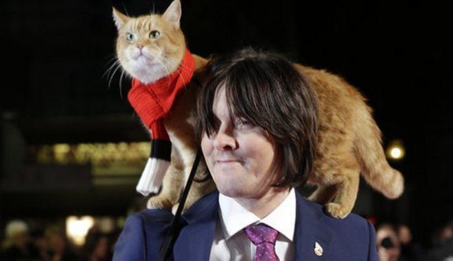 Ο γάτος με τον ιδιοκτήτη του