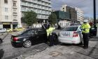 Έλεγχοι από αστυνομικούς σε πολίτες στην Αθήνα για την εφαρμογή της απαγόρευσης κυκλοφορίας, για τον περιορισμό της διάδοσης του κορονοϊού