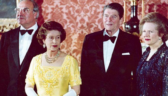 Η Βασίλισσα Ελισάβετ Β' με τον Γερμανό Καγκελάριο, Χέλμουτ Κόλ, τον Πρόεδρο των ΗΠΑ, Ρόναλντ Ρίγκαν και την Πρωθυπουργό του Ηνωμένου Βασιλείου, Μάργκαρετ Θάτσερ στις 10 Ιουνίου 1984.