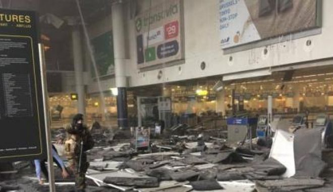 Picture taken with permission from the Facebook site of Jef Versele showing the aftermath of this morning's explosions at Brussels airport. PRESS ASSOCIATION Photo. Picture date: Tuesday March 22, 2016. See PA story POLICE Brussels. Photo credit should read: Jef Versele/PA WireNOTE TO EDITORS: This handout photo may only be used in for editorial reporting purposes for the contemporaneous illustration of events, things or the people in the image or facts mentioned in the caption. Reuse of the picture may require further permission from the copyright holder.  LaPresse Only italyBruxelles, esplosioni all'aeroporto Numerosi feriti, edificio evacuato