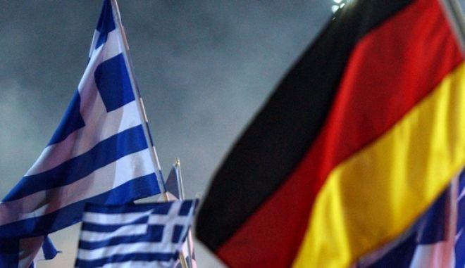Ελληνικές και γερμανικές σημαίες