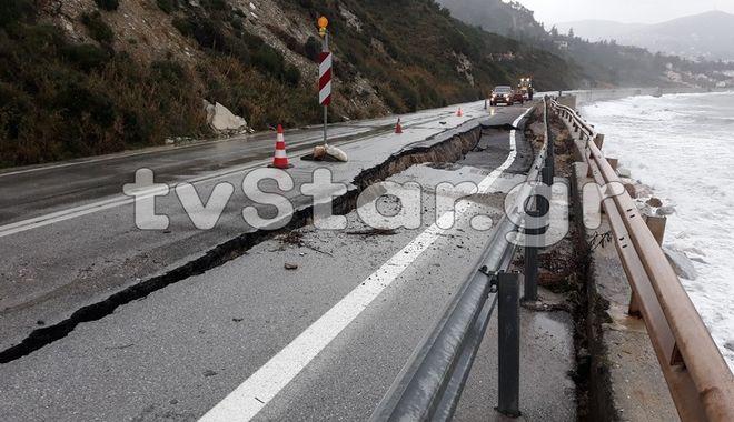 Εύβοια: Άνοιξαν δρόμοι, έπεσαν βράχια