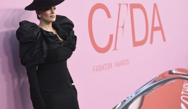 Η Ashley Graham σε εκδήλωση του CFDA (Photo by Evan Agostini/Invision/AP)