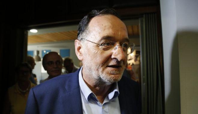 """Ο επικεφαλής της Λαϊκής Ενότητας, Παναγιώτης Λαφαζάνης παρουσιάζει το βιβλίο του Νίκου Ιγγλέση με τίτλο """"Η επανάσταση του GREXIT - Το σχέδιο"""" την Παρασκευή 11 Σεπτεμβρίου 2015. (EUROKINISSI/ΣΤΕΛΙΟΣ ΜΙΣΙΝΑΣ)"""