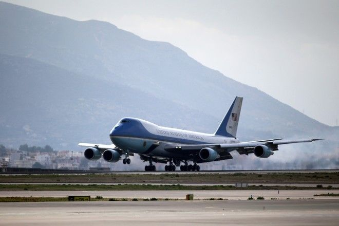 Air Force One landing at the Athens International airport Eleftherios Venizelos in Athens, Greece on November 15, 2016. /   Air Force One   . , , 15  2016.